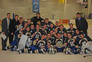 Hamilton men's ice hockey celebrates its 2011 Skidmore Invitational title.