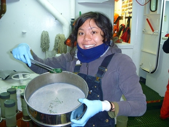 Nadine holds up the small green spoon worm. Photo credit: Ilona Matulaitis