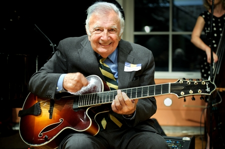 Guitarist Bucky Pizzarelli H'03 (PHOTO BY MEGAN P. HAMAN)