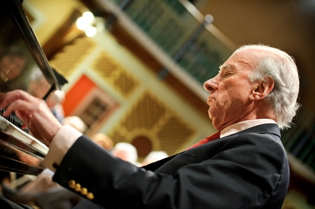 Pianist Dick Hyman H'02 (PHOTO BY MEGAN P. HAMAN)