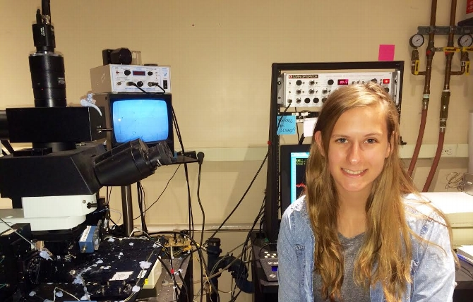 Hannah Staab '17 Explores Lab Research Through Albert Einstein Internship