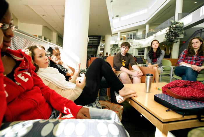 First-year students gather in the KJ Atrium to discuss the common reading. PHOTO: BY NANCY FORD