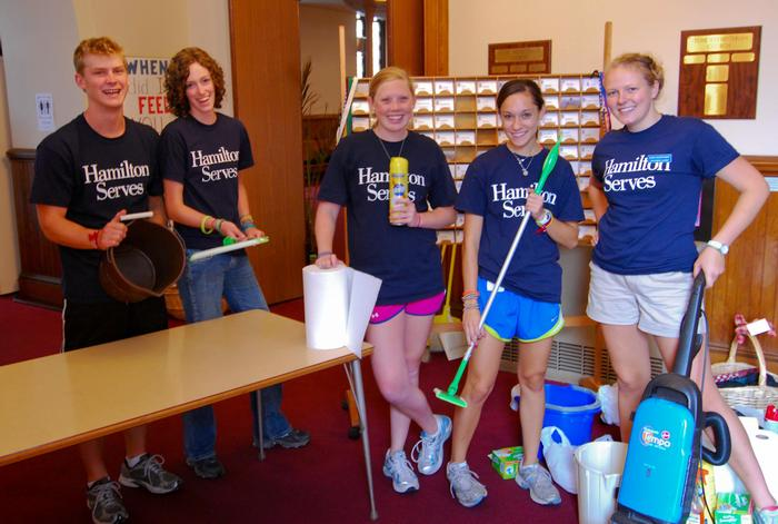 A Hamilton Serves group at Stone Presbyterian Church in Clinton. PHOTO: BY DAVID SCHWARTZ '13