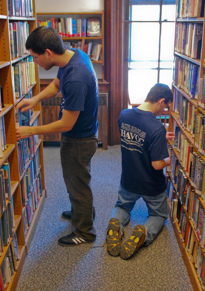 HAVOC volunteers clean the stacks at the Kirkland Town Library. PHOTO: BY DAVID SCHWARTZ '13