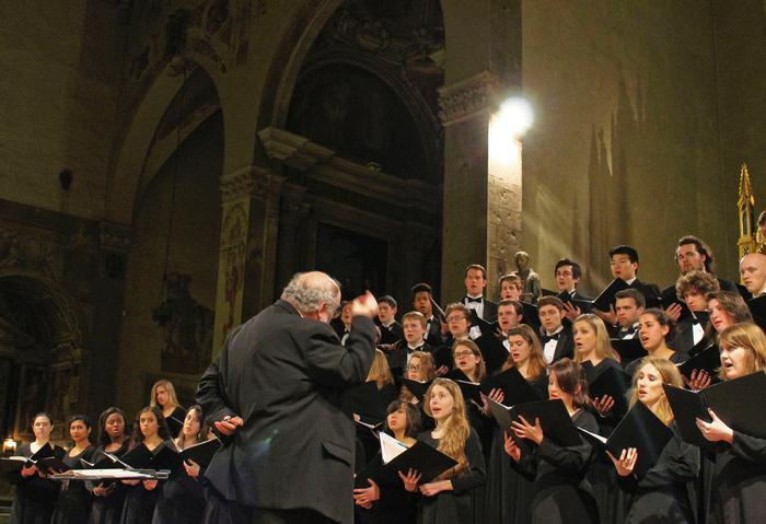 The choir performing in The Basilica Santa Trinita in Florence. PHOTO: BY ANDREA WROBEL '13