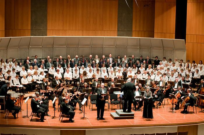 The Hamilton College Orchestra and Community Oratorio Society. PHOTO: BY MATT POTERBA '12