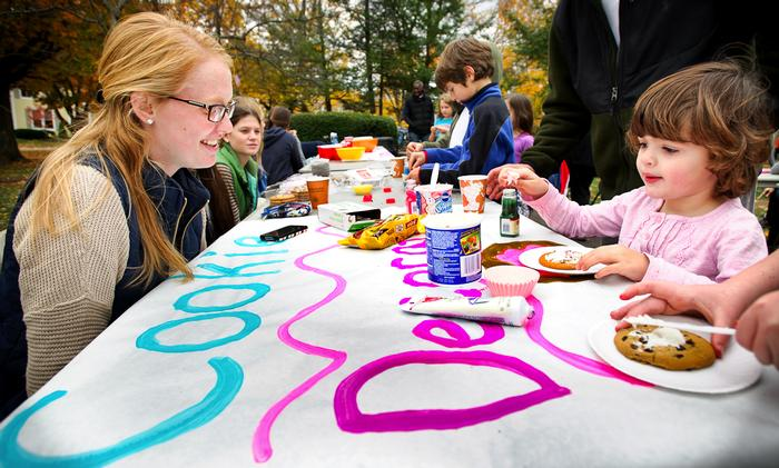 Caroline Glover '15, right, helps Maeve Patalino, 3, decorate a cookie. PHOTO: BY NANCY FORD