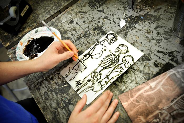 A student works on an etching in the printmaking room in the List Art Center. PHOTO: BY NANCY FORD
