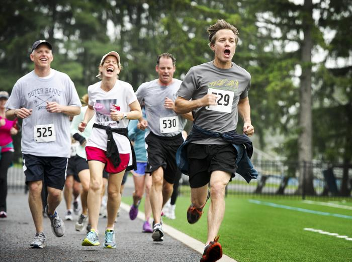 Rich Amerd '88 passes a group of runners in a yelling sprint to the finish at Steuben Field during a cross-country fun run. PHOTO: BY NANCY L. FORD