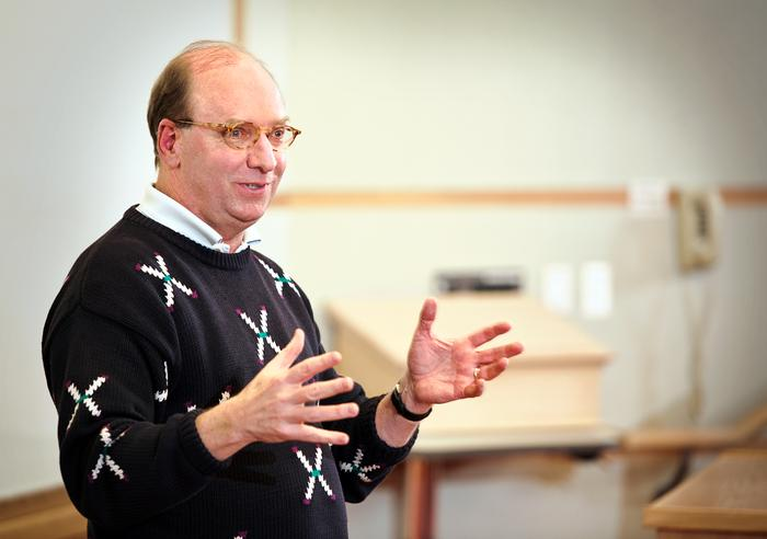 Rob Morris '76 speaks to Erol Balkan's International Finance class on March 1. PHOTO: BY NANCY FORD