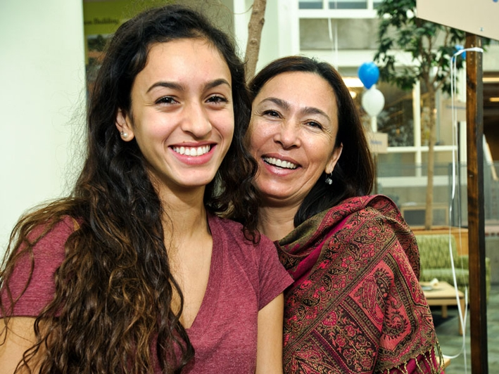 Emily Rivera '16 and her mom, Lily. (PHOTO BY NANCY L. FORD)