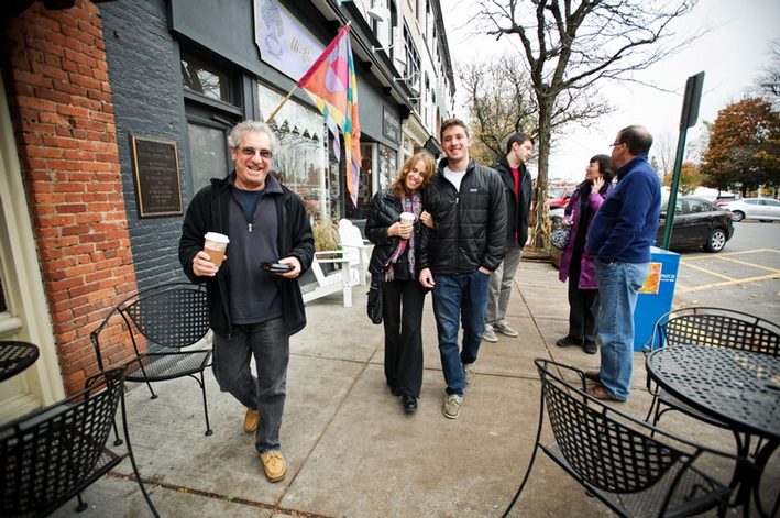 Cole Dreyfuss '16 and parents Peter and Debbi take a stroll on Park Row in Clinton.  (PHOTO BY NANCY L. FORD)