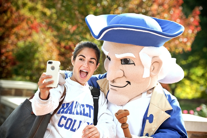 Sarah Wallack &apos;16 takes a selfie with Hamilton&apos;s new mascot, Alex.<br />Photo: Nancy L. Ford