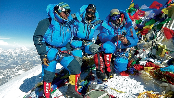 Climbers on Mount Everest are wearing Faceglove.