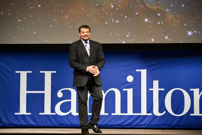 Neil deGrasse Tyson receives a warm welcome as the latest guest in the Sacerdote Great Names Series at Hamilton.<br />Photo: Nancy L. Ford