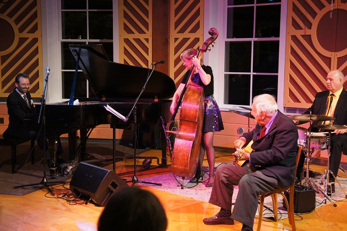 World-class Jazz featured bassist/vocalist Nicki Parrott and special guest Bucky Pizzarelli H&apos;03.<br />Photo: John Herr