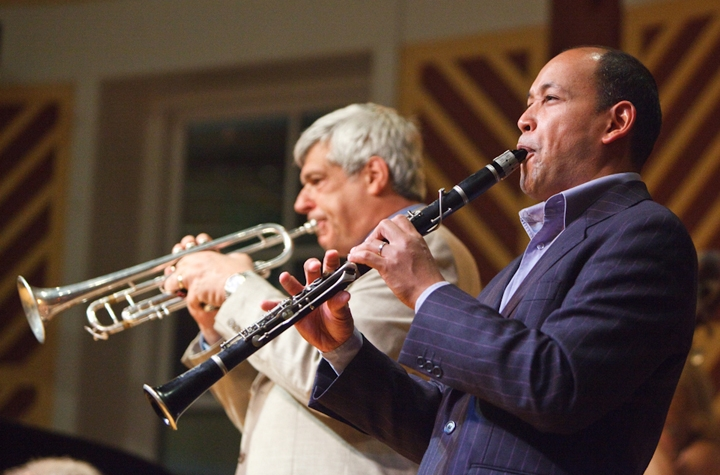 Trumpeter Randy Sandke and clarinetist Evan Christopher perform with an all-star jazz sextet for a packed house in the Fillius Events Barn.
