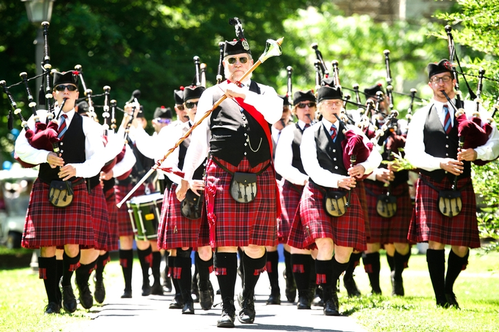 Bagpipes of the Mohawk Valley Frasers lead the reunion parade.<br />Photo: Nancy L. Ford
