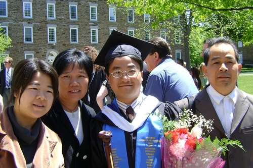 Jinquan Liang and family