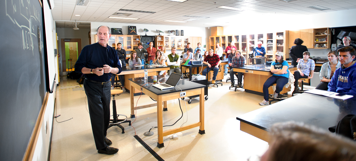 Dr. Robert Ballard speaks with Marine Biology and Geomicrobiology students in the Taylor Science Center.