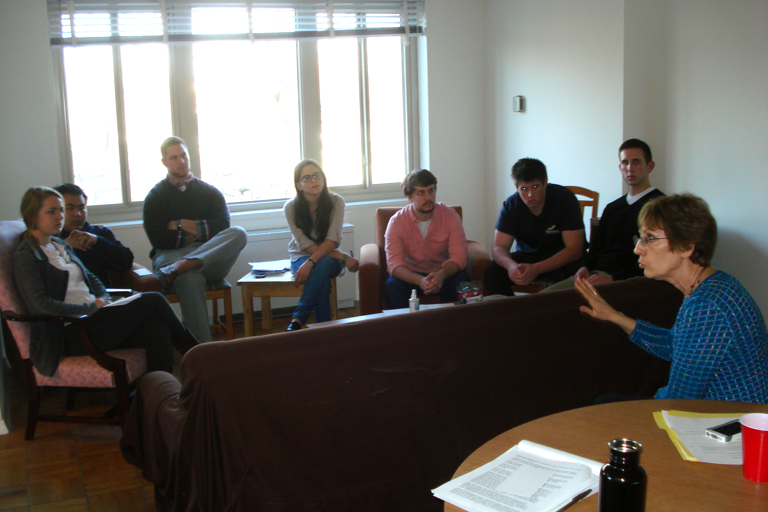 Prudence Bushnell meets with Washington Program students.