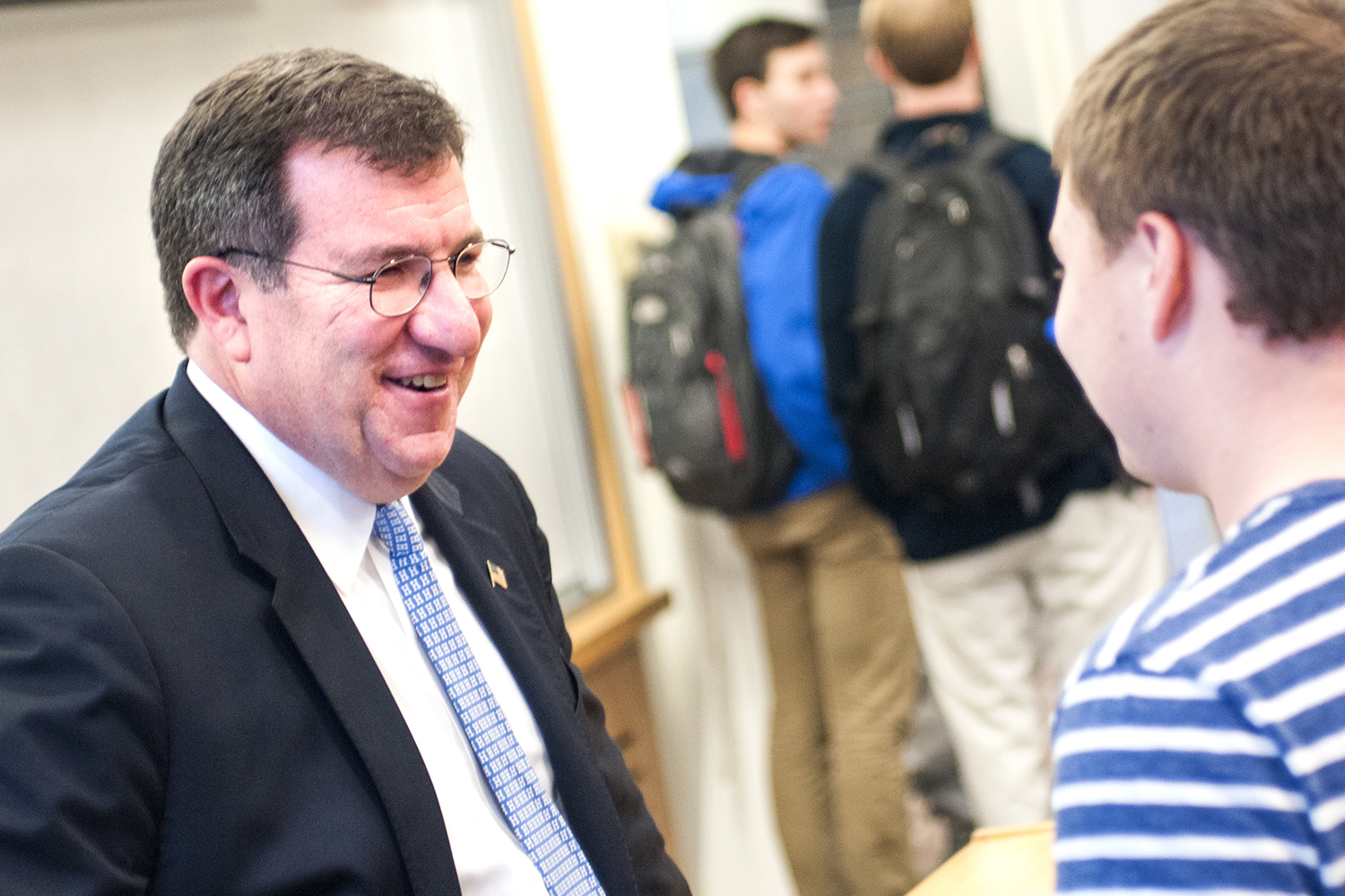 Daniel Connolly '85, P'18 speaks with students after his lecture at Hamilton.