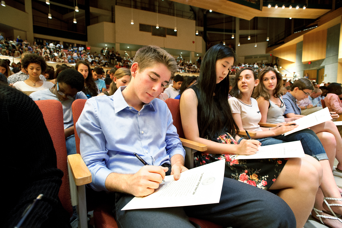 Bryan Edwards '19, left, and Stephanie Zhang '19 sign the honor code during convocation.