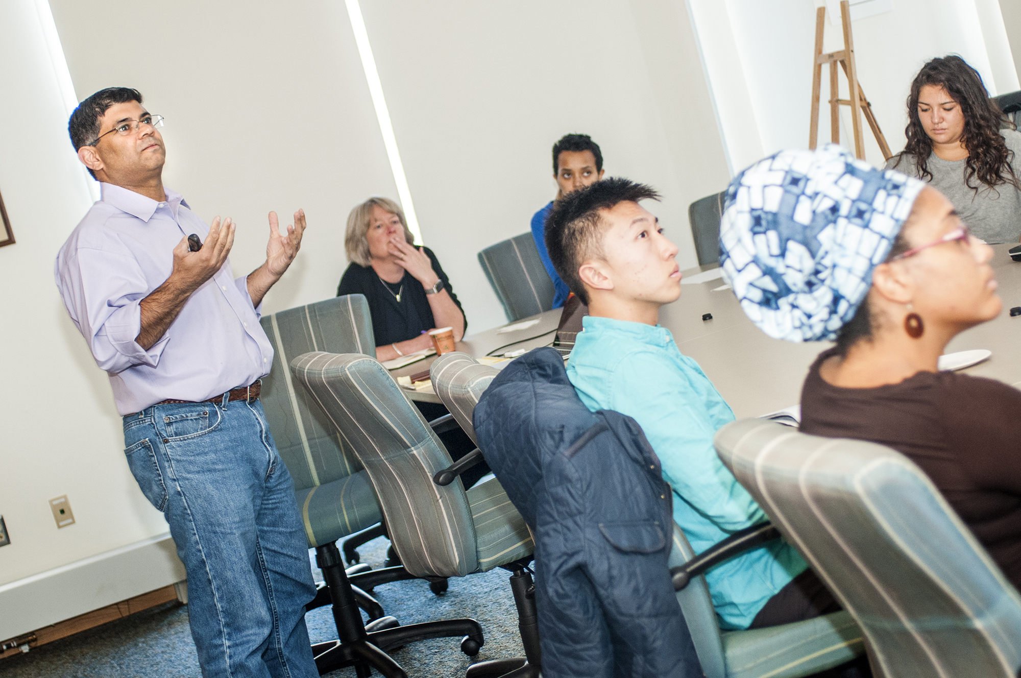 Levitt Center innovator-in-residence Cyrus Boga '90 directs a workshop for students.