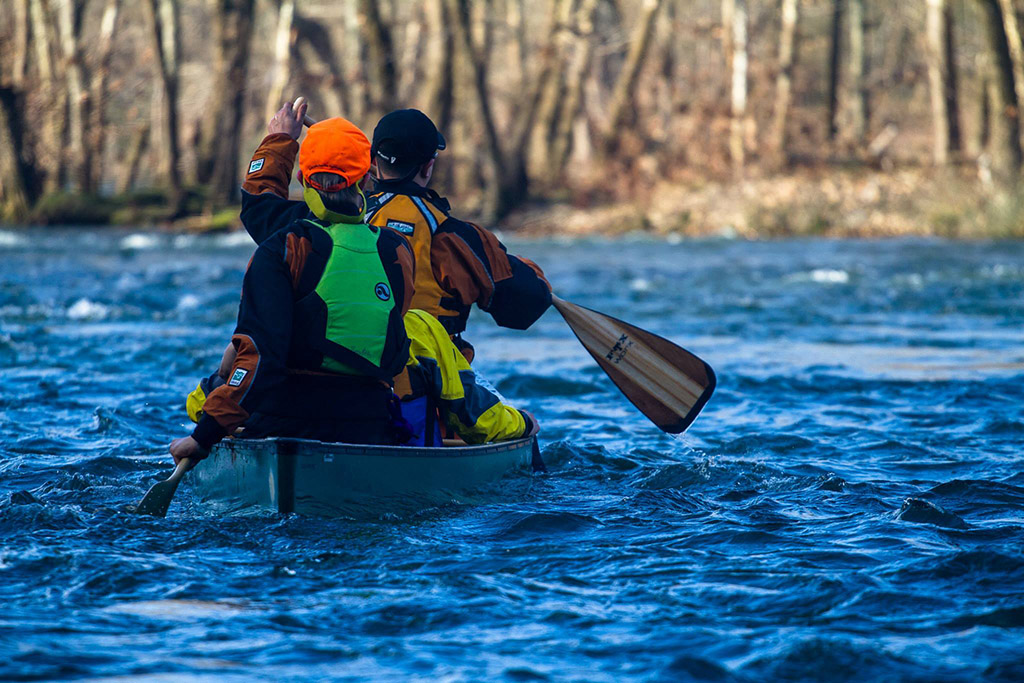 Samuel Bernstein '17 and Alex Wang '17 paddle into the morning sunlight on the Upper James River.